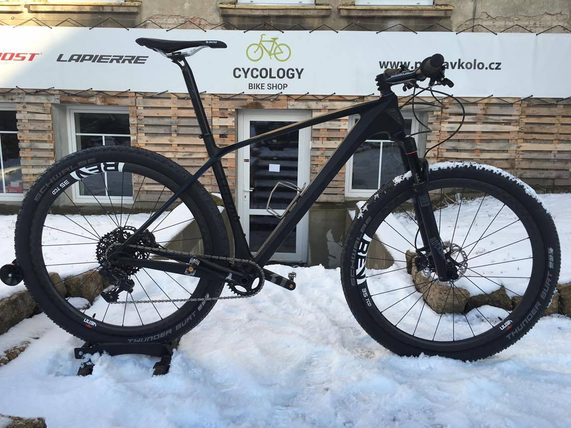 Venn REV Carbon wheels.